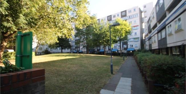 Offers in excess of £365,000, 3 Bedroom Flat For Sale in London, SW11
