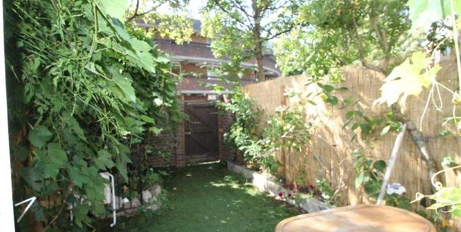 Offers in excess of £475,000, 3 Bedroom Flat For Sale in London, SW8