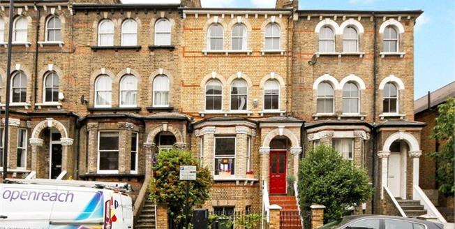 Guide Price £430,000, 2 Bedroom Flat For Sale in Victoria Rise, SW4
