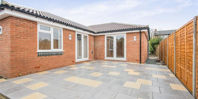 Guide Price £650,000, 3 Bedroom Detached Bungalow For Sale in Biggin Hill, TN16