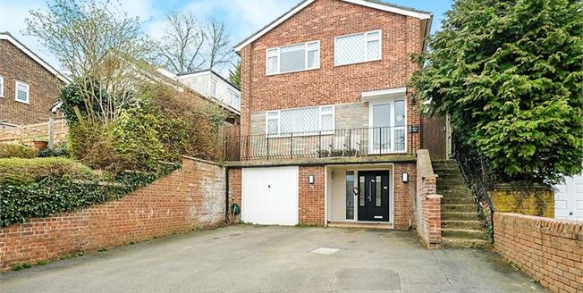 Guide Price £500,000, 4 Bedroom Detached House For Sale in Biggin Hill, TN16