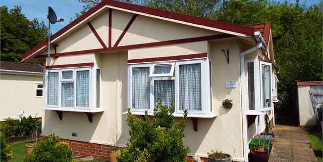 Asking Price £185,000, 2 Bedroom Detached Mobile Home For Sale in Berrys Green, TN16