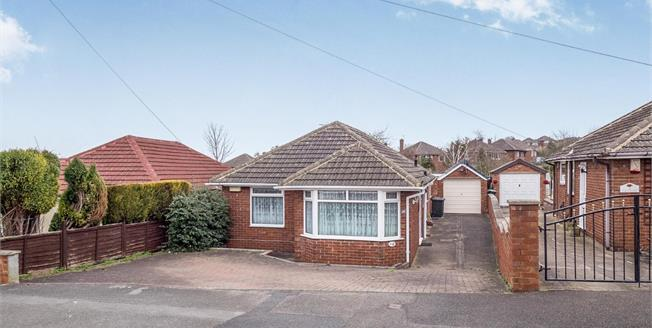 Guide Price £200,000, 3 Bedroom Detached Bungalow For Sale in Arnold, NG5