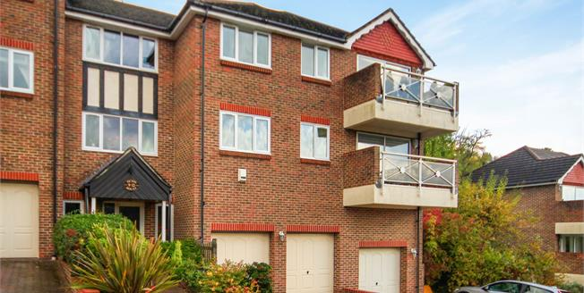 Asking Price £360,000, 2 Bedroom Flat For Sale in Warlingham, CR6