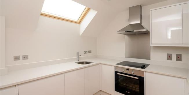 Guide Price £300,000, 2 Bedroom Flat For Sale in Caterham, CR3