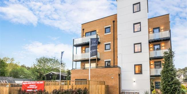 £375,000, 2 Bedroom Flat For Sale in Whyteleafe, CR3