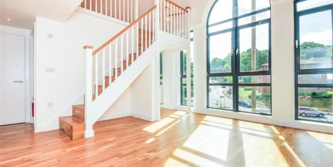 £265,000, 1 Bedroom Flat For Sale in Whyteleafe Hill, CR3