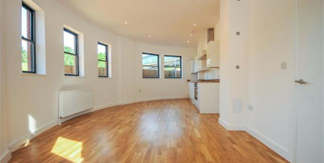 £255,000, 1 Bedroom Flat For Sale in Whyteleafe Hill, CR3