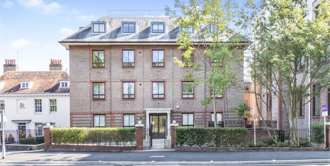 Guide Price £230,000, 1 Bedroom Flat For Sale in Epsom, KT18