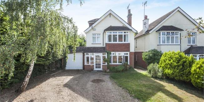 £750,000, 5 Bedroom Detached House For Sale in Leatherhead, KT22