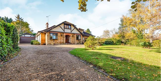 Guide Price £1,095,000, 4 Bedroom Detached House For Sale in Bookham, KT23