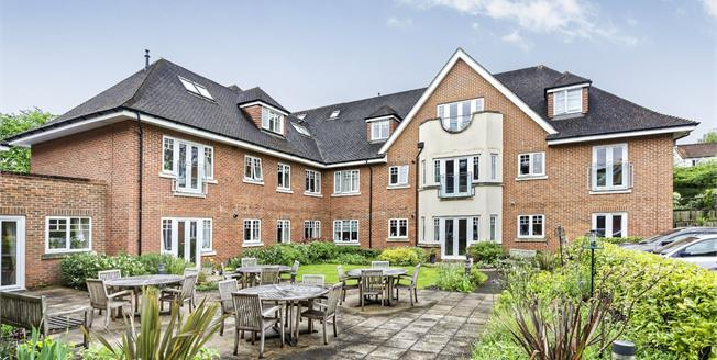 Guide Price £439,950, 2 Bedroom Ground Floor Flat For Sale in Fetcham, KT22