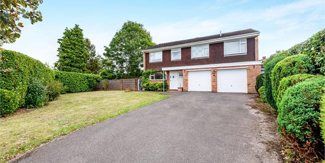 Guide Price £785,000, 4 Bedroom Detached House For Sale in Bookham, KT23