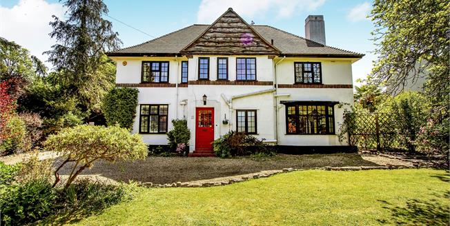 Guide Price £1,195,000, 5 Bedroom Detached House For Sale in Fetcham, KT22