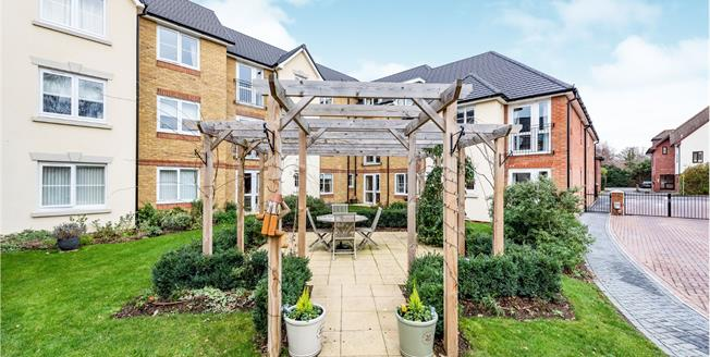 Guide Price £250,000, 1 Bedroom Flat For Sale in Leatherhead, KT22