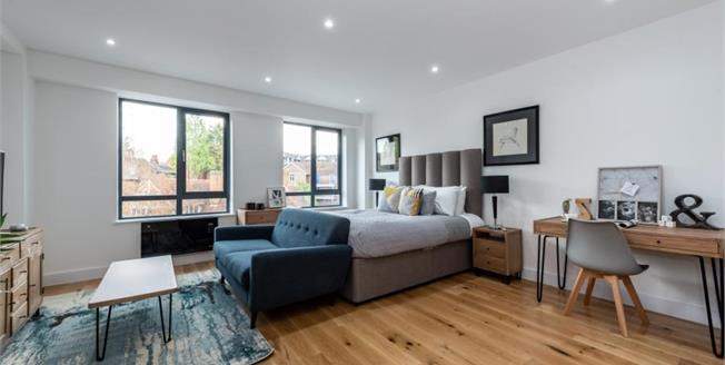 £210,000, 1 Bedroom Flat For Sale in Leatherhead, KT22