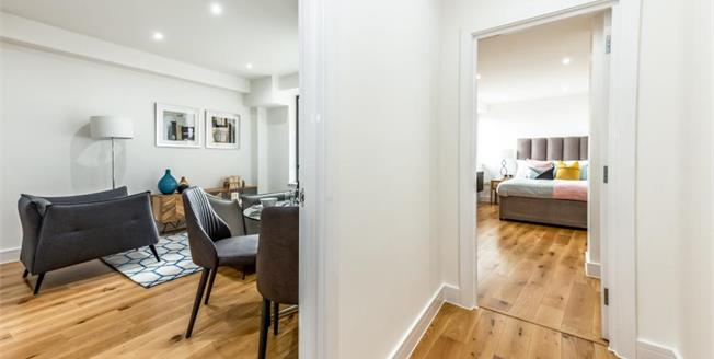 £250,000, 1 Bedroom Flat For Sale in Leatherhead, KT22