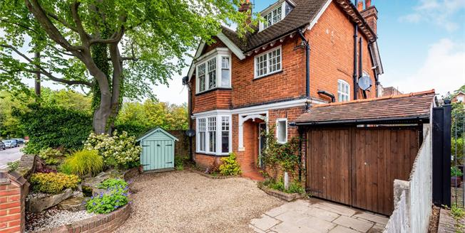 Fixed Price £785,000, 4 Bedroom Detached House For Sale in Leatherhead, KT22