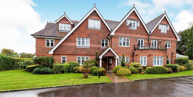 Asking Price £565,000, 2 Bedroom Flat For Sale in Fetcham, KT22