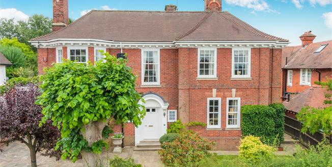 £1,200,000, 4 Bedroom Detached House For Sale in Leatherhead, KT22