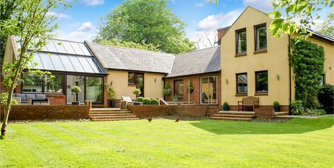 Guide Price £1,075,000, 5 Bedroom Detached House For Sale in Effingham, KT24