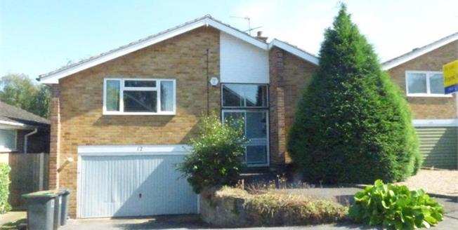 Guide Price £290,000, 3 Bedroom Detached House For Sale in Bramcote, NG9