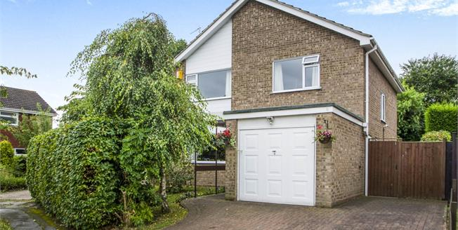 Guide Price £300,000, 4 Bedroom Detached House For Sale in Bramcote, NG9