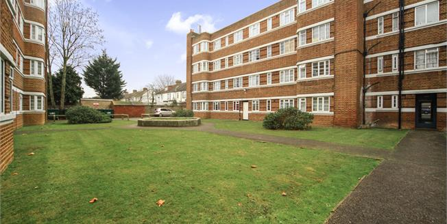Asking Price £270,000, 2 Bedroom Flat For Sale in Thornton Heath, CR7