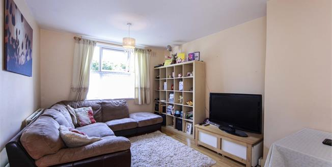Offers Over £290,000, 2 Bedroom Flat For Sale in London, SE25