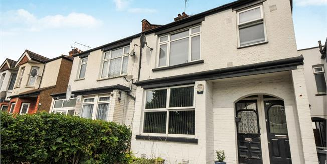 Guide Price £305,000, 2 Bedroom Flat For Sale in South Croydon, CR2