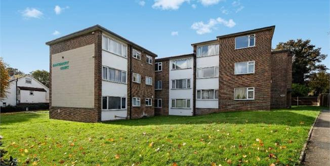 Guide Price £285,000, 2 Bedroom Flat For Sale in South Croydon, CR2