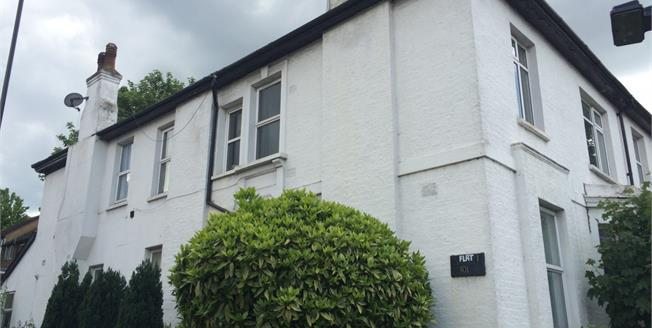 Guide Price £330,000, 3 Bedroom Flat For Sale in Selsdon Road, CR2