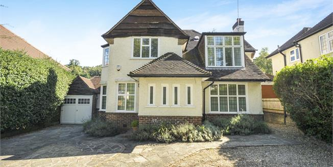 Guide Price £700,000, 4 Bedroom Detached House For Sale in South Croydon, CR2