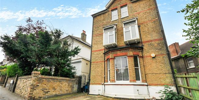 Offers in excess of £350,000, 2 Bedroom Flat For Sale in Croydon, CR0