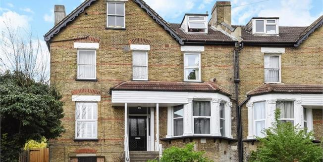 Guide Price £225,000, 1 Bedroom For Sale in South Croydon, CR2