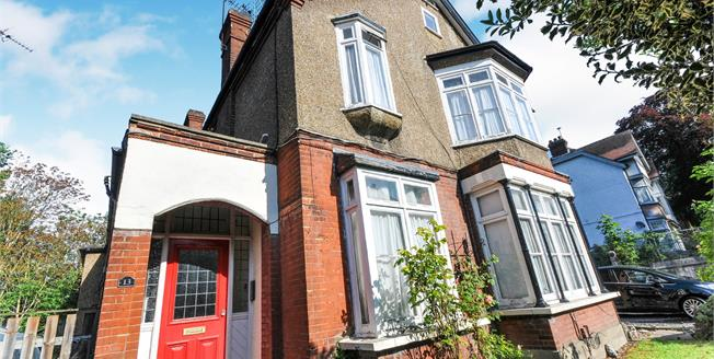 Guide Price £240,000, 1 Bedroom Flat For Sale in South Croydon, CR2