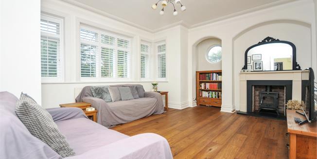 Guide Price £300,000, 1 Bedroom Maisonette For Sale in South Croydon, CR2