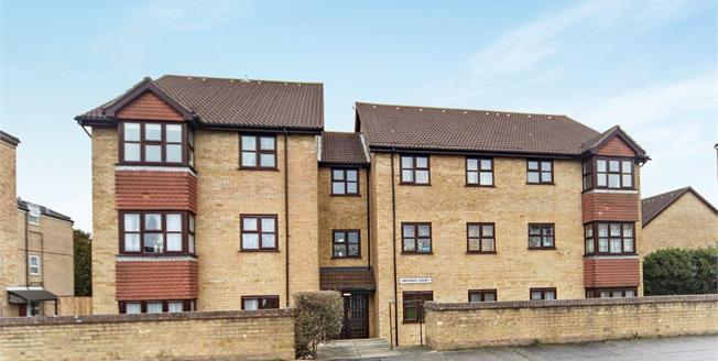 Guide Price £280,000, 2 Bedroom Flat For Sale in Surrey, CR2
