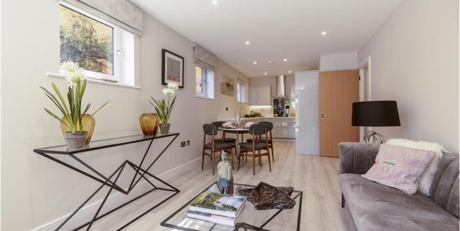 £455,000, 2 Bedroom Ground Floor Flat For Sale in South Croydon, CR2