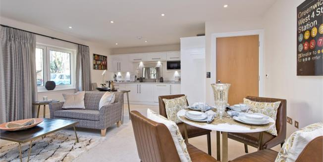 £600,000, 3 Bedroom Detached House For Sale in South Croydon, CR2