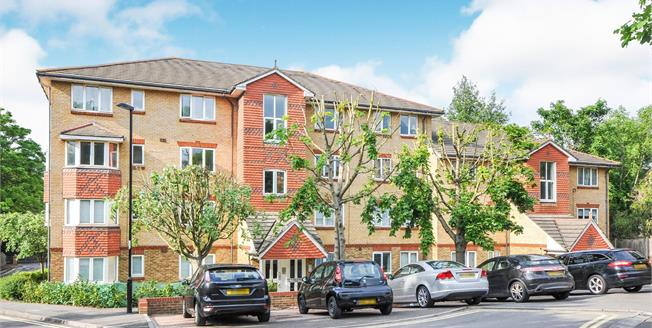 Offers in excess of £250,000, 1 Bedroom Flat For Sale in South Croydon, CR2