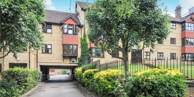 Offers in excess of £240,000, 1 Bedroom Flat For Sale in South Croydon, CR2