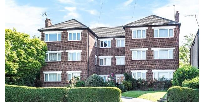 Offers in the region of £300,000, 2 Bedroom Flat For Sale in South Croydon, CR2
