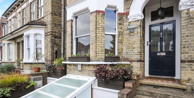 Offers in excess of £500,000, 3 Bedroom Flat For Sale in Croydon, CR0