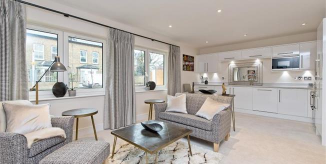 £445,000, 2 Bedroom Ground Floor Flat For Sale in South Croydon, CR2