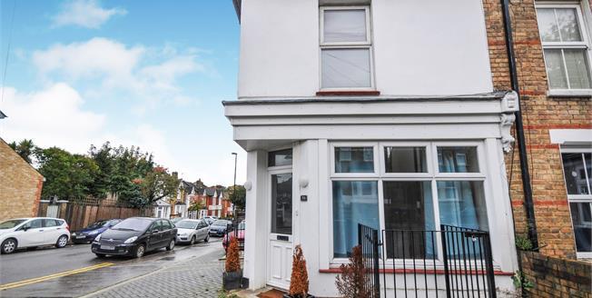 Asking Price £270,000, 2 Bedroom Maisonette For Sale in South Croydon, CR2