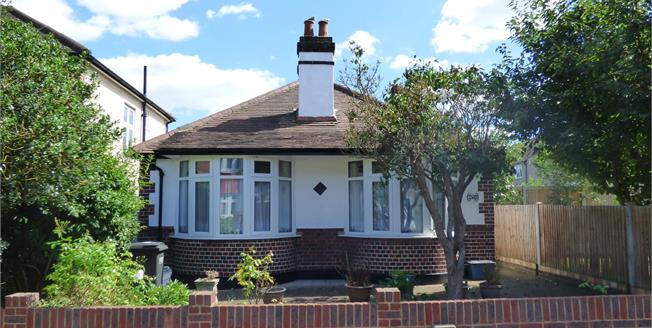 Asking Price £450,000, 3 Bedroom Detached Bungalow For Sale in Croydon, CR0