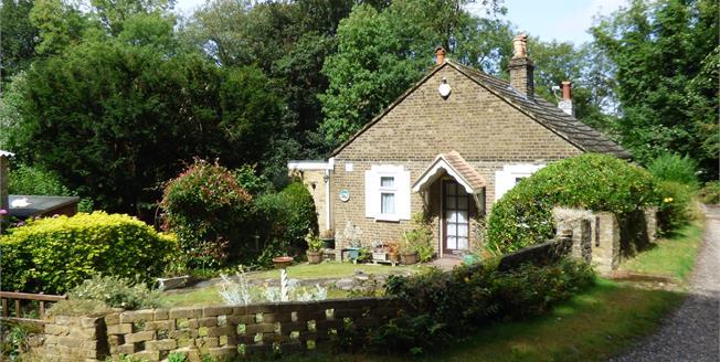 Asking Price £385,000, 2 Bedroom Semi Detached Cottage For Sale in Croydon, CR0