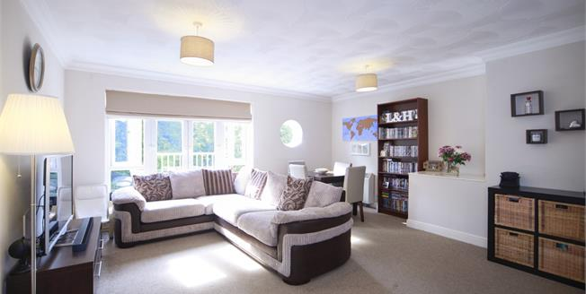 Fixed Price £335,000, 2 Bedroom Flat For Sale in West Wickham, BR4