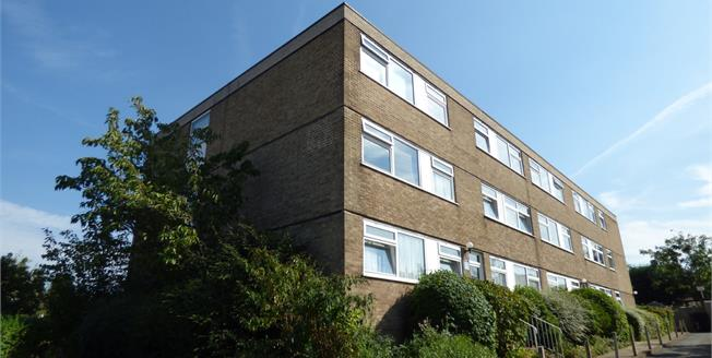 Asking Price £305,000, 2 Bedroom Flat For Sale in Croydon, CR0